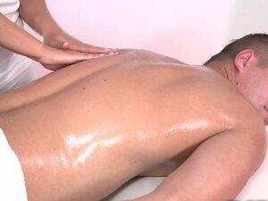 kto musi zrobić masaż penisa)